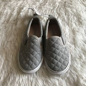 Kids Old Navy Gray Slip Ons. Size 6